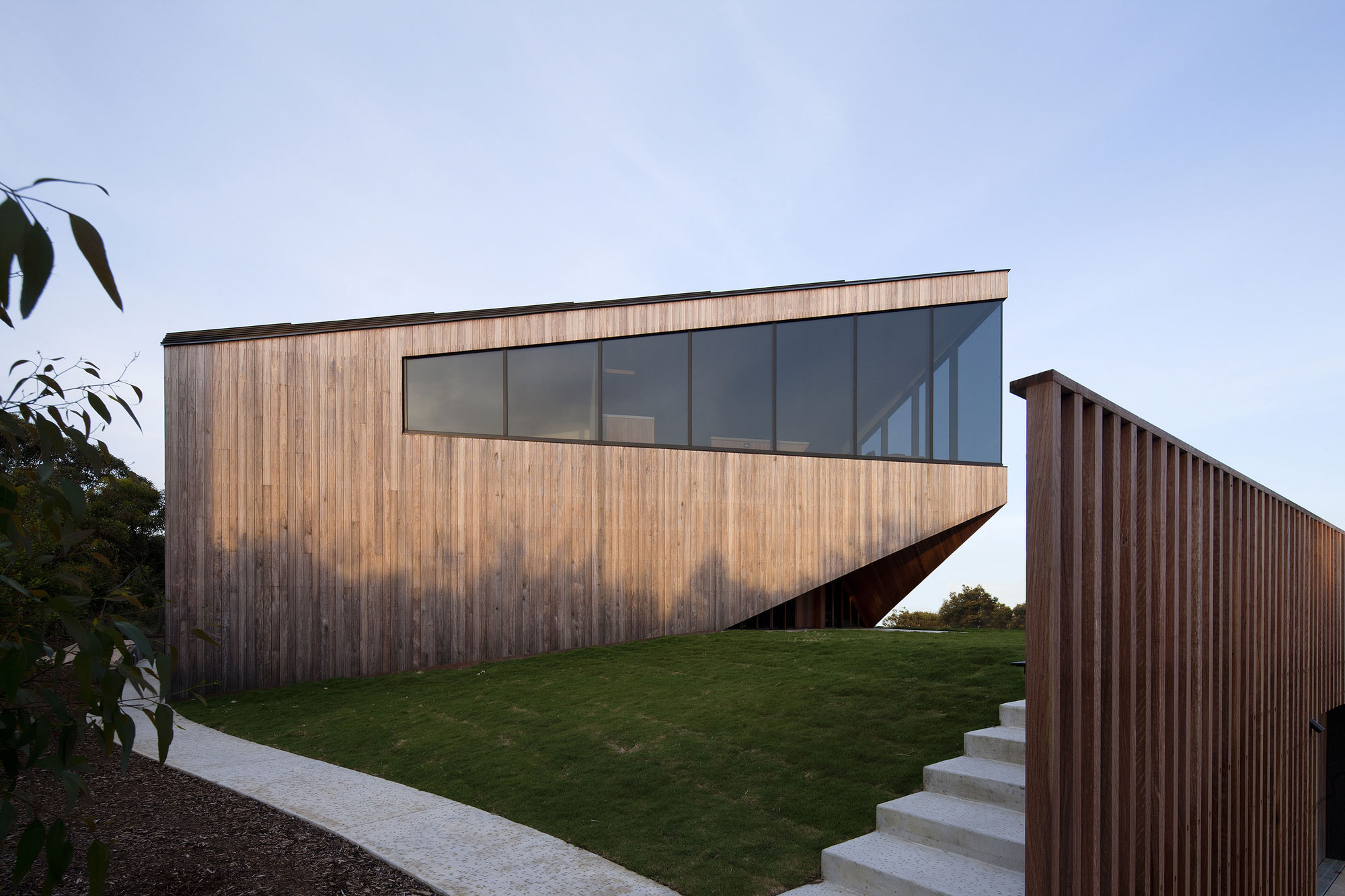 No Front or Back of Aireys House by Byrne Architects-02
