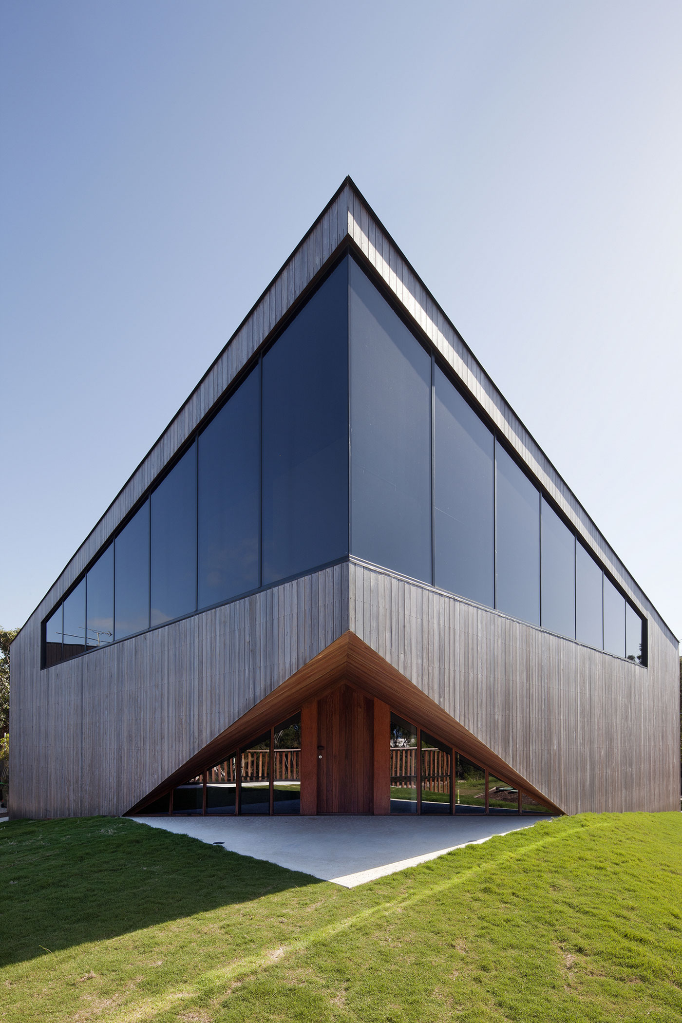 No Front or Back of Aireys House by Byrne Architects-03