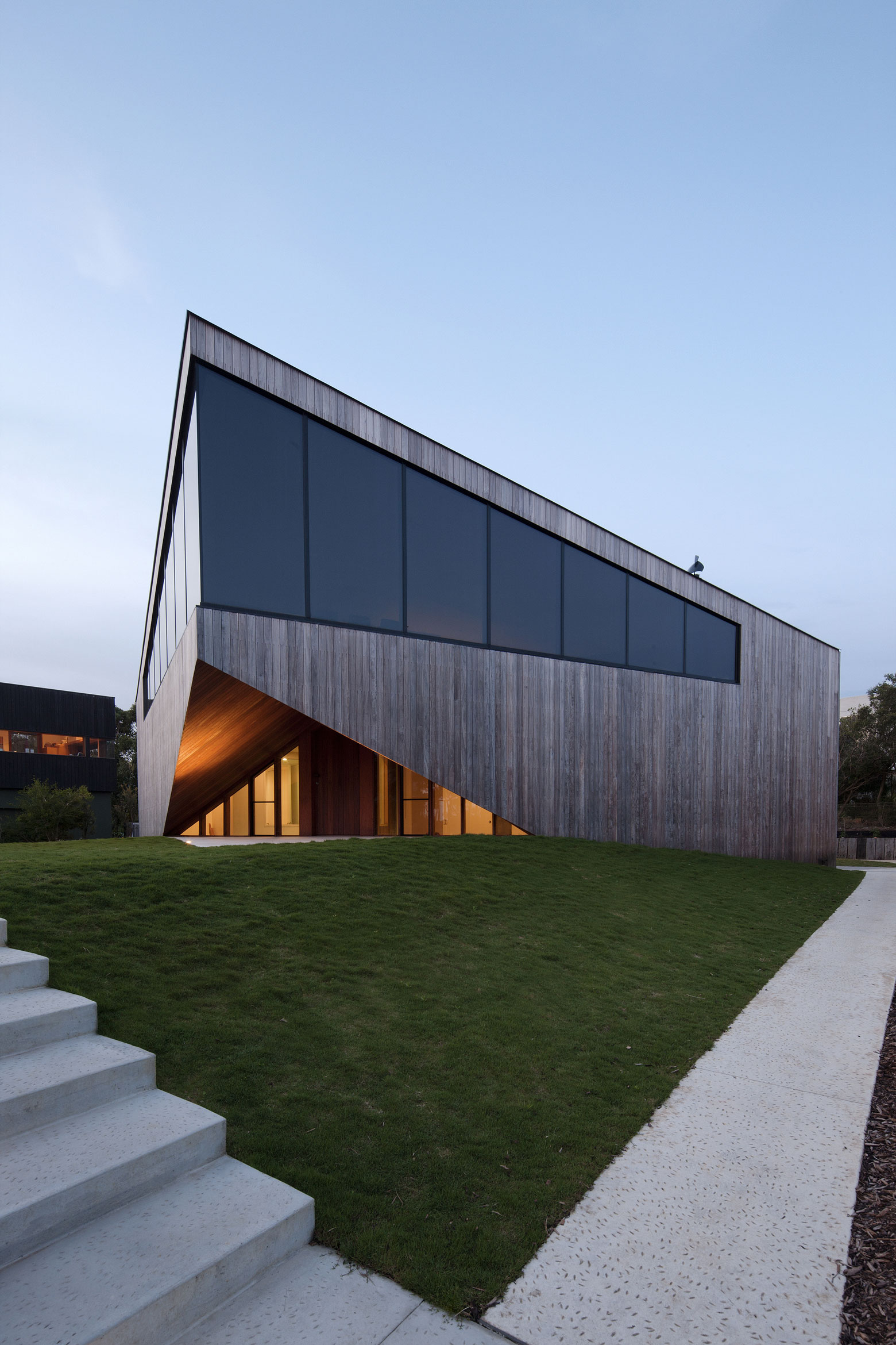 No Front or Back of Aireys House by Byrne Architects-13