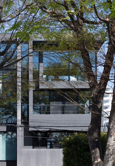 OKM 4 story building designed for a private residence and apartment in Tokyo by Artechnic-24