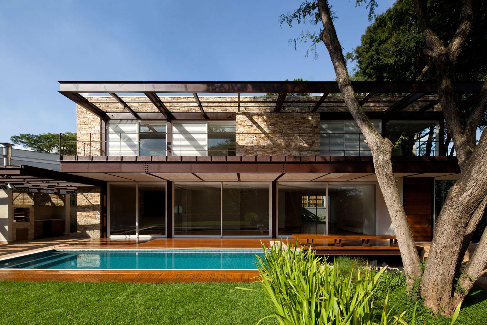 Pau Brasil House by Vasco Lopes Arquitetura-02