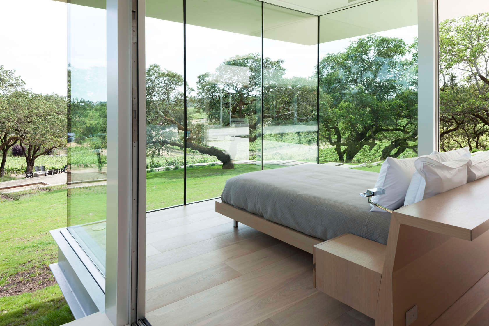 Retrospect Vineyards Residence in Windsor by Swatt Miers Architects-10