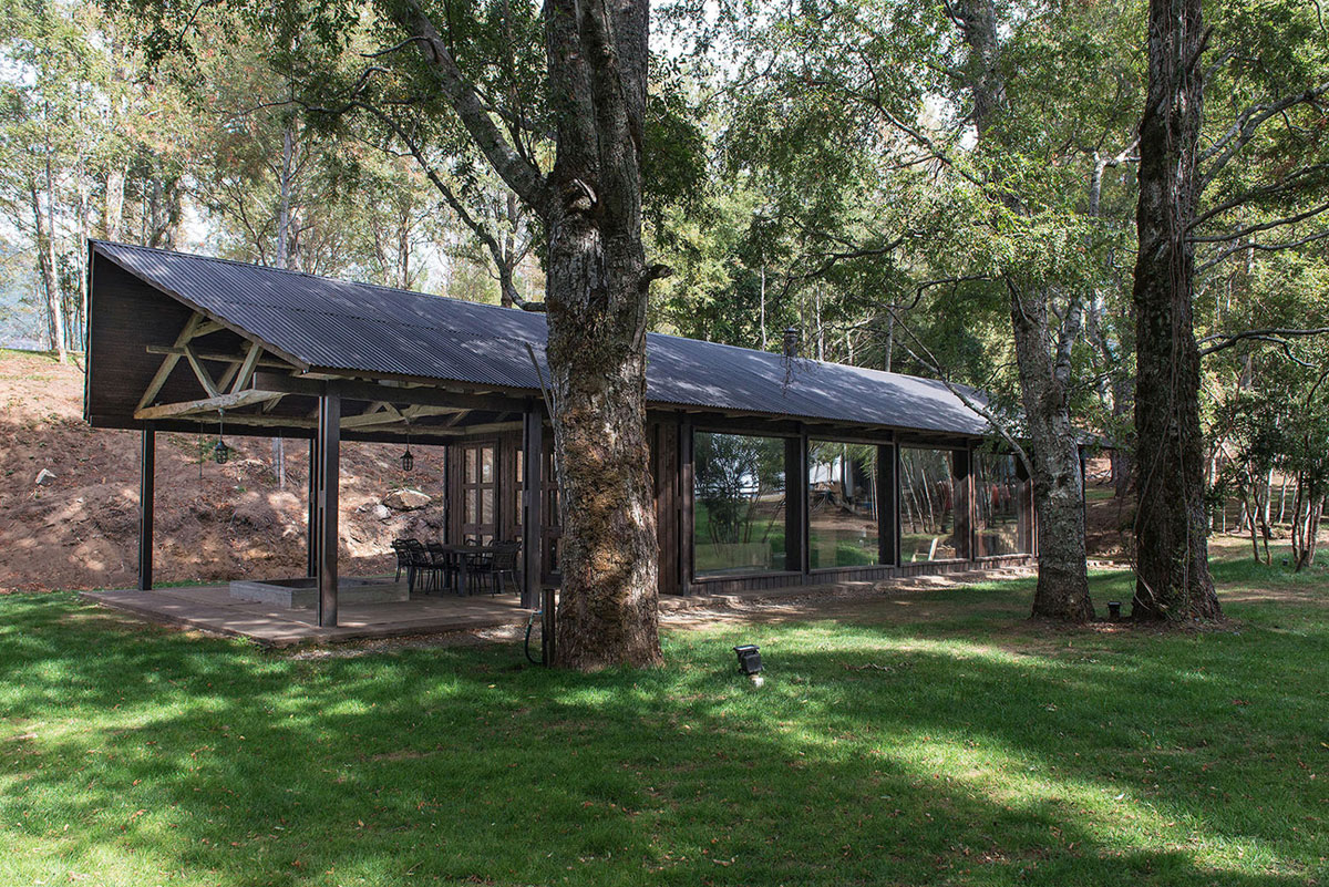 Rustic Barn House near Lake Ranco by Estudio Valdés Arquitectos-01