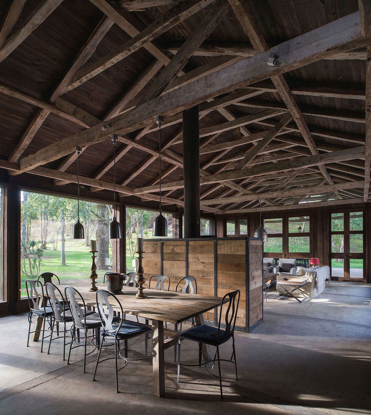 Rustic Barn House near Lake Ranco by Estudio Valdés Arquitectos-03