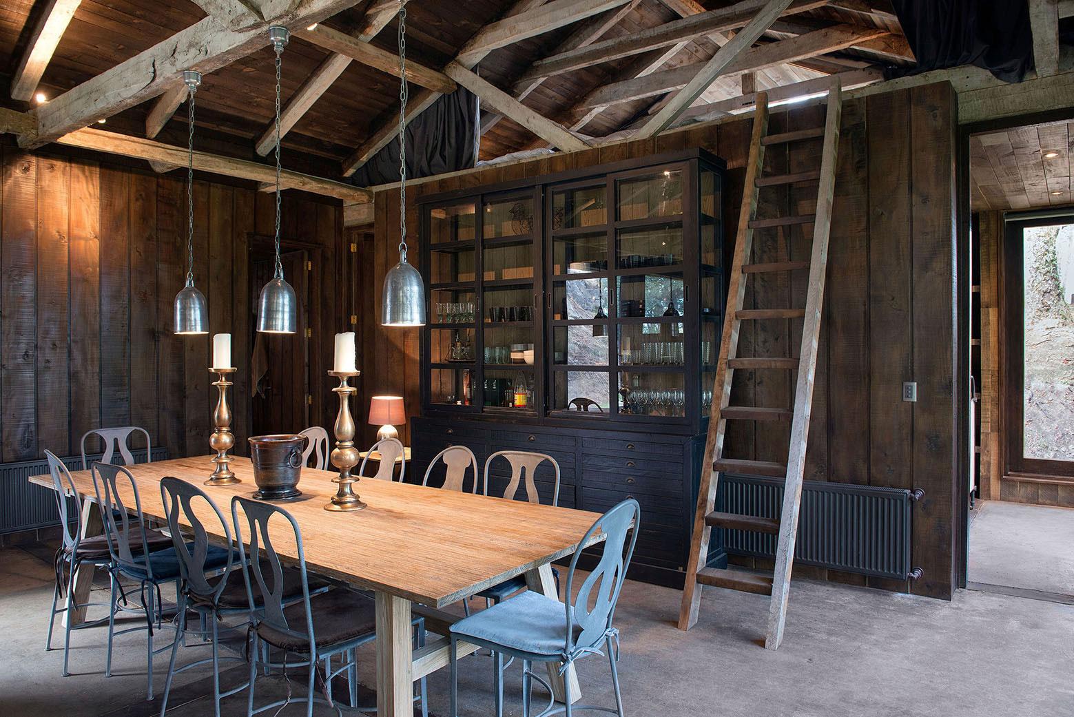 Rustic Barn House near Lake Ranco by Estudio Valdés Arquitectos-04