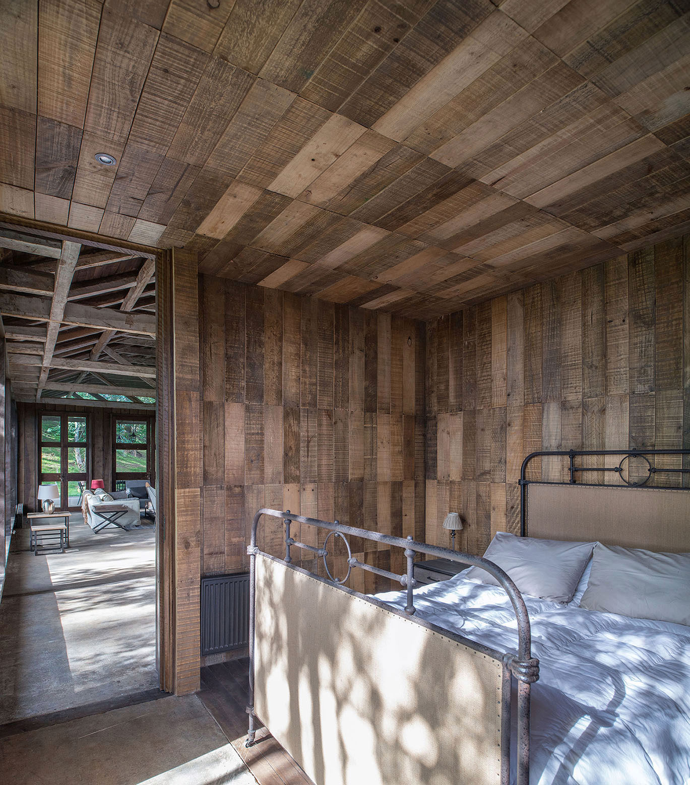 Rustic Barn House near Lake Ranco by Estudio Valdés Arquitectos-06