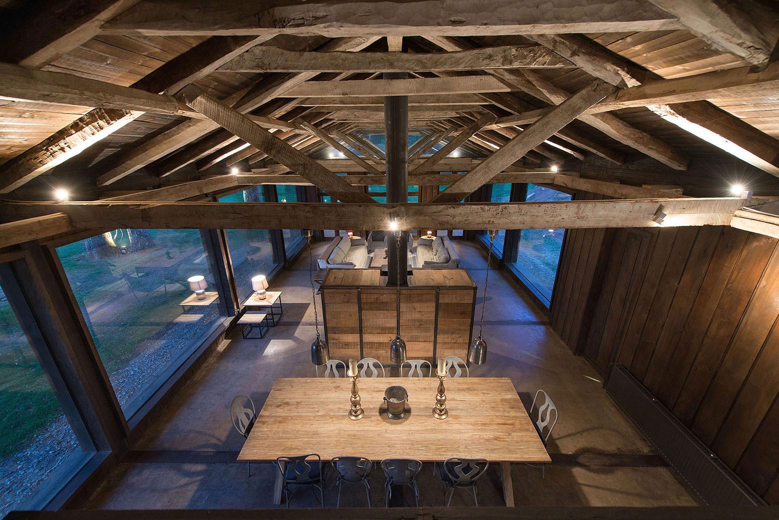 Rustic Barn House near Lake Ranco by Estudio Valdés Arquitectos-07