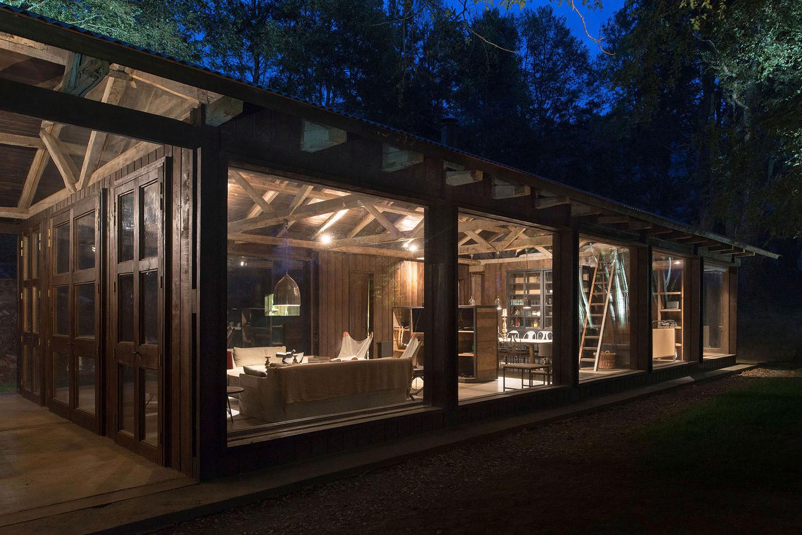 Rustic Barn House near Lake Ranco by Estudio Valdés Arquitectos-09