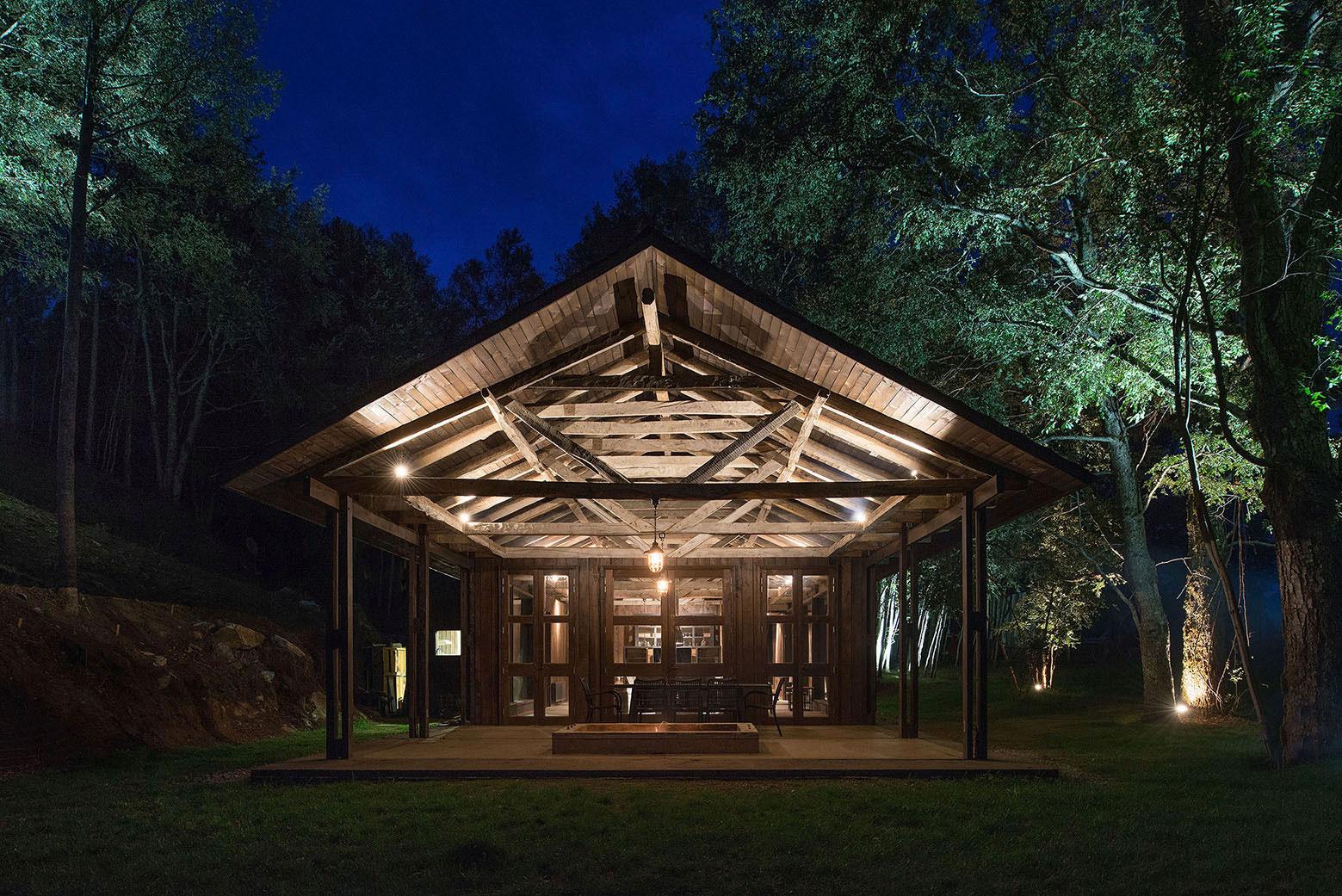 Rustic Barn House near Lake Ranco by Estudio Valdés Arquitectos-10