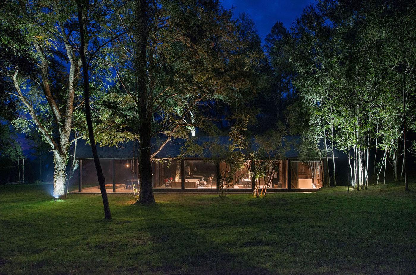Rustic Barn House near Lake Ranco by Estudio Valdés Arquitectos-11