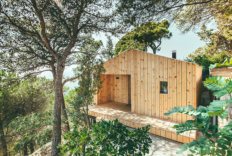 Sant Cugat Wood Studio House by Dom Arquitectura-01