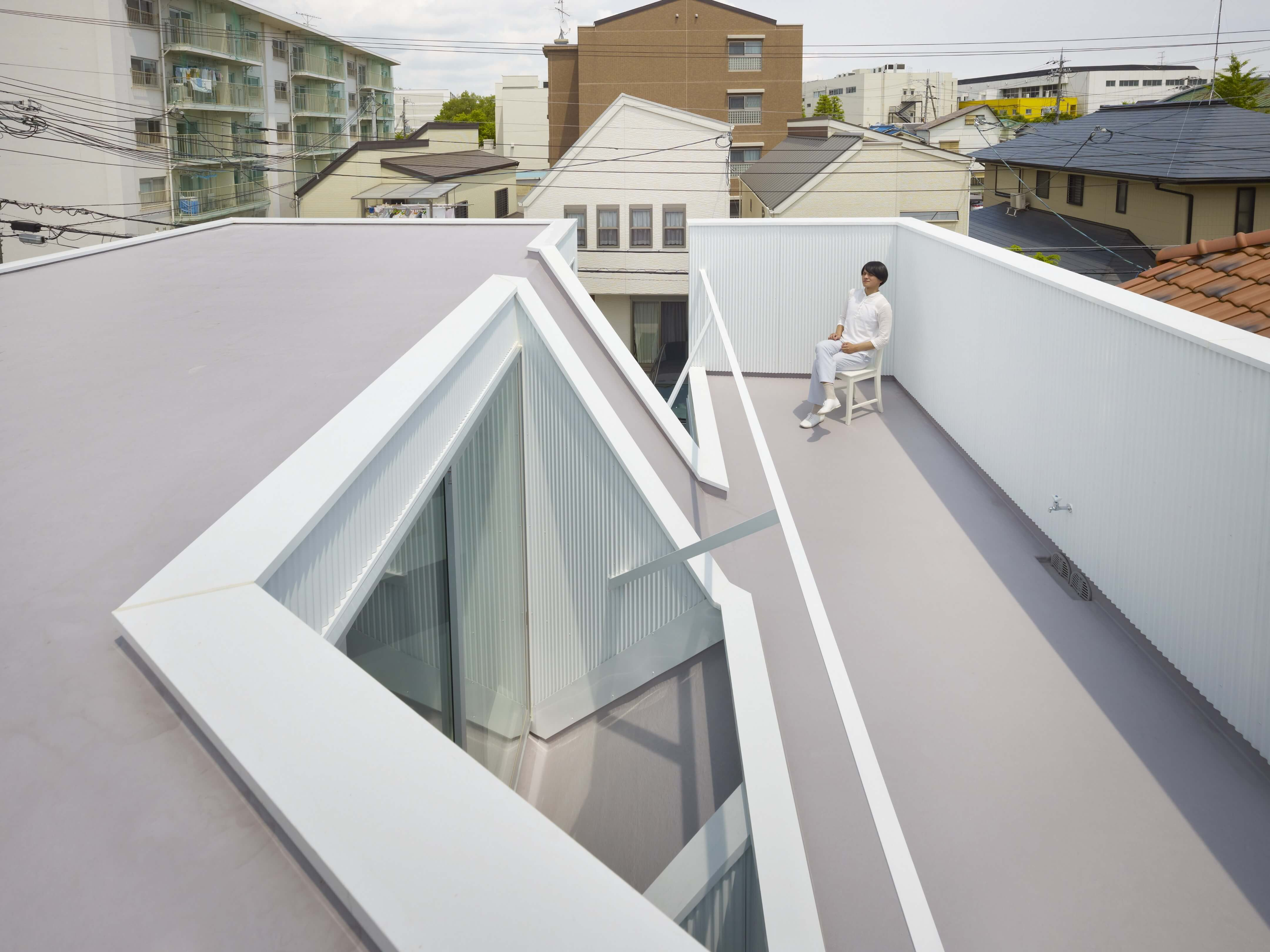 Slice of the City Residence in Hyogo by Alphaville Architects-01