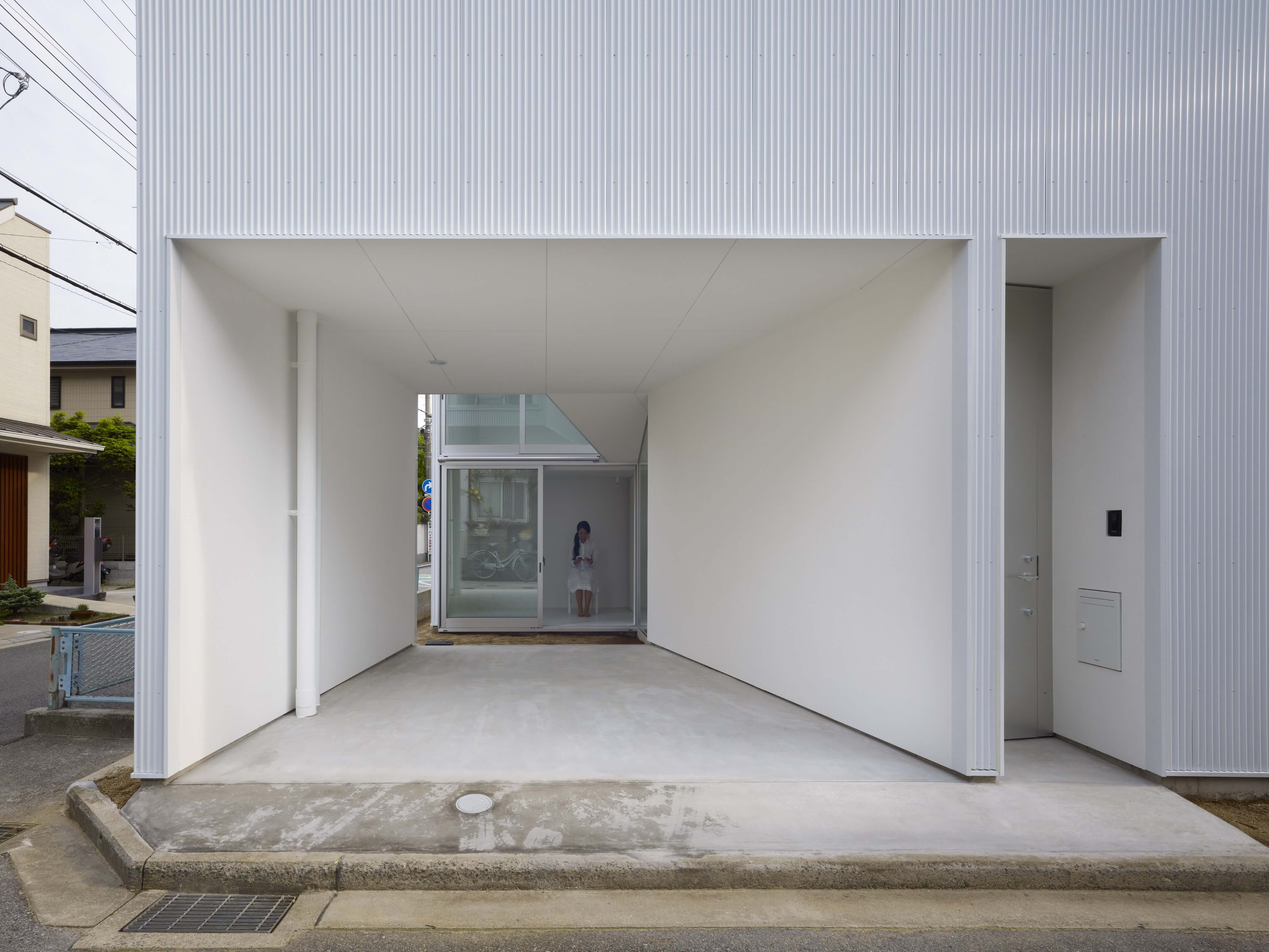 Slice of the City Residence in Hyogo by Alphaville Architects-16