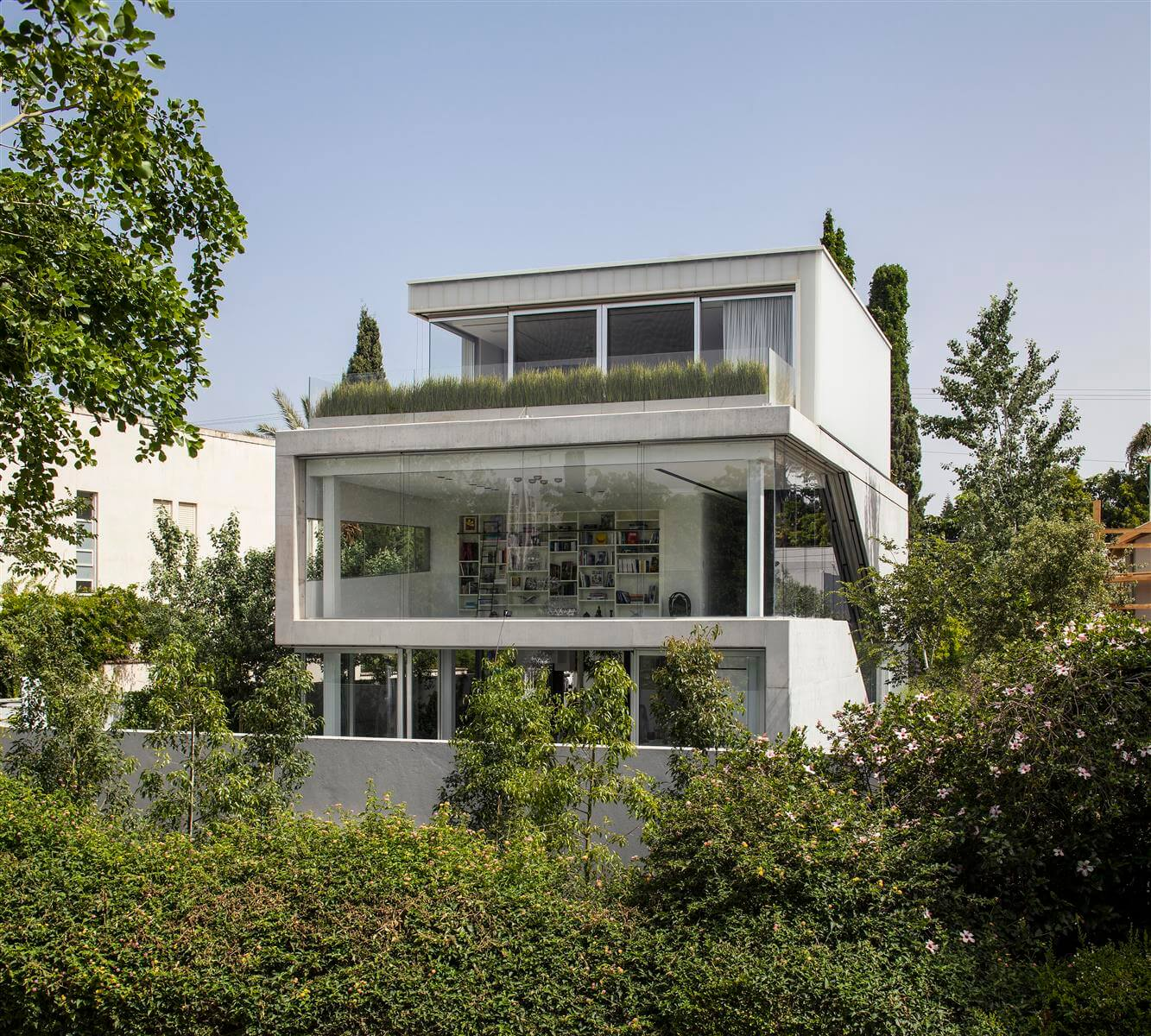 The Concrete Cut House in Ramat Gan by Pitsou Kedem Architects-01