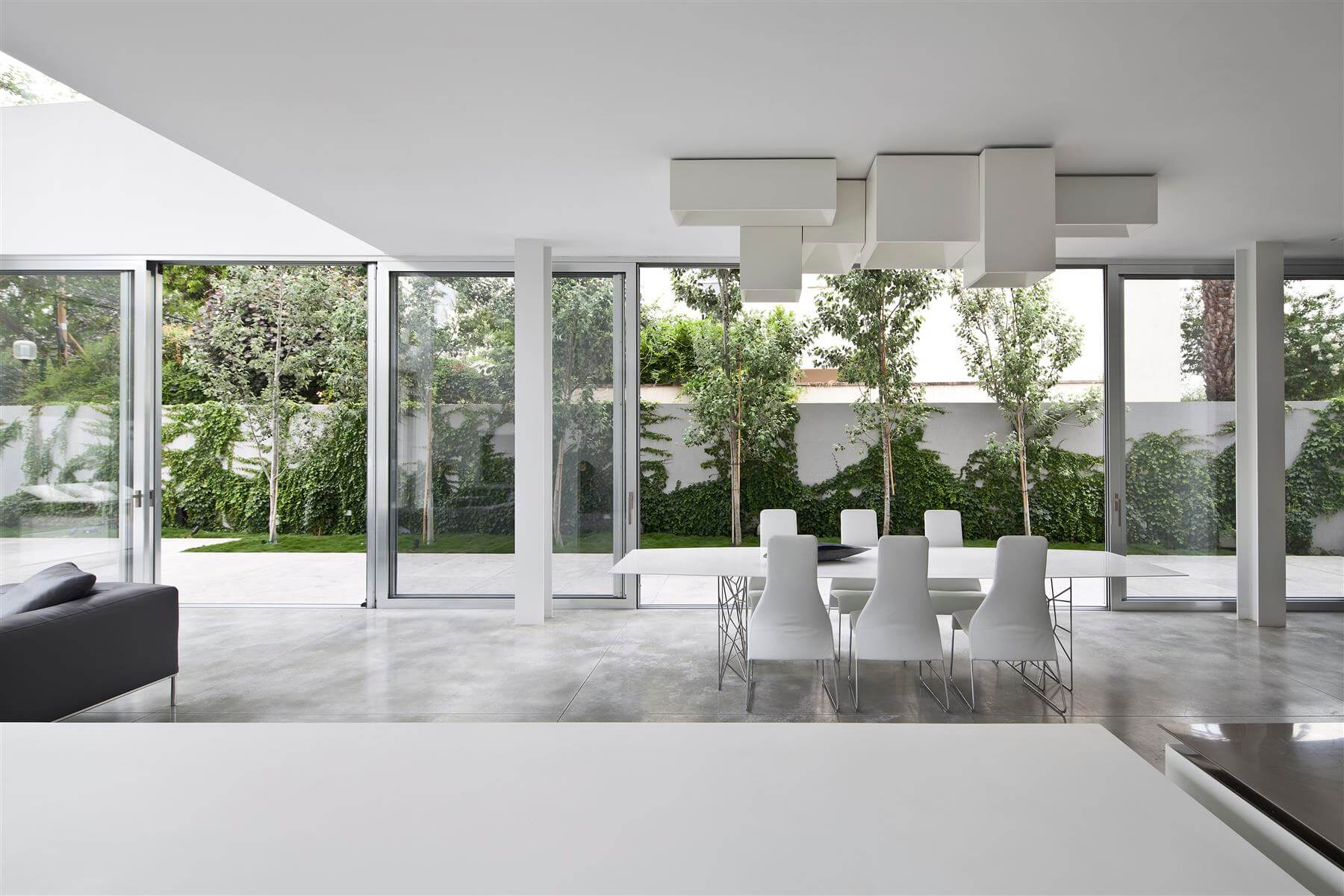 The Concrete Cut House in Ramat Gan by Pitsou Kedem Architects-02