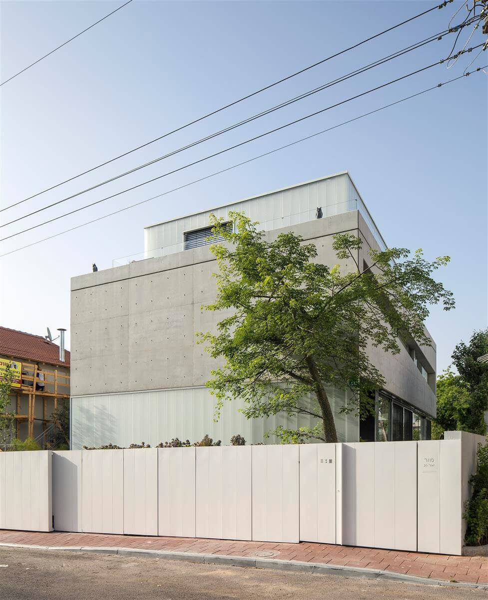 The Concrete Cut House in Ramat Gan by Pitsou Kedem Architects-09
