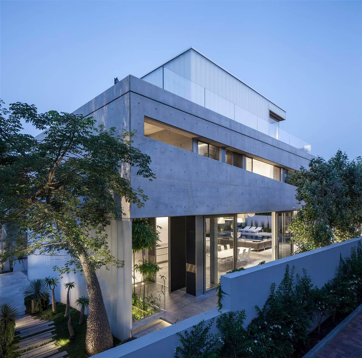 The Concrete Cut House in Ramat Gan by Pitsou Kedem Architects-10