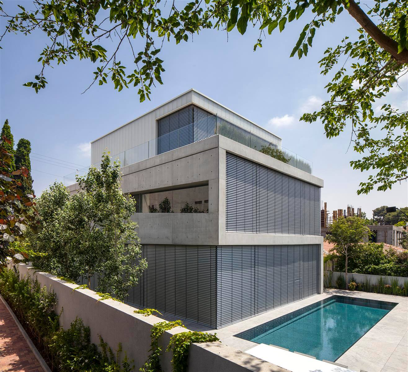 The Concrete Cut House in Ramat Gan by Pitsou Kedem Architects-12