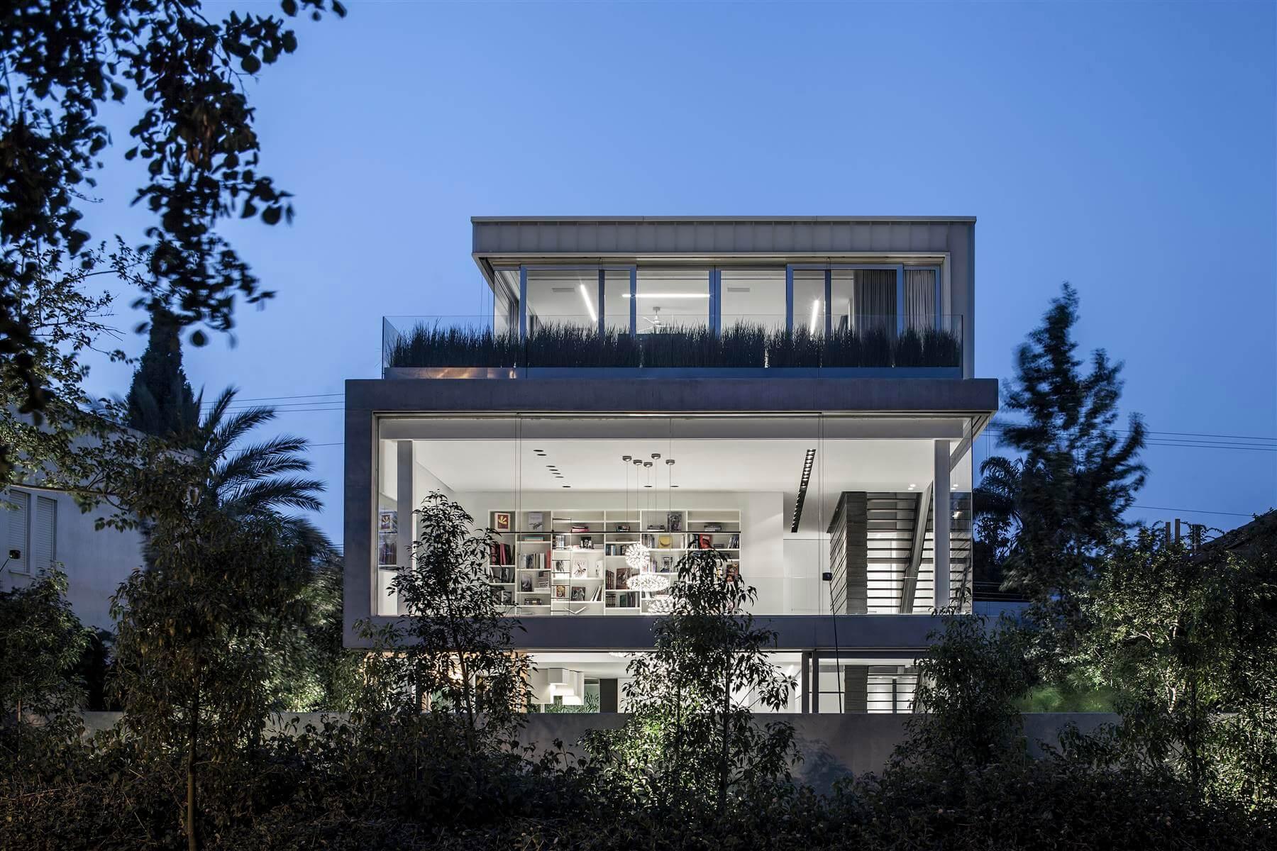 The Concrete Cut House in Ramat Gan by Pitsou Kedem Architects-14