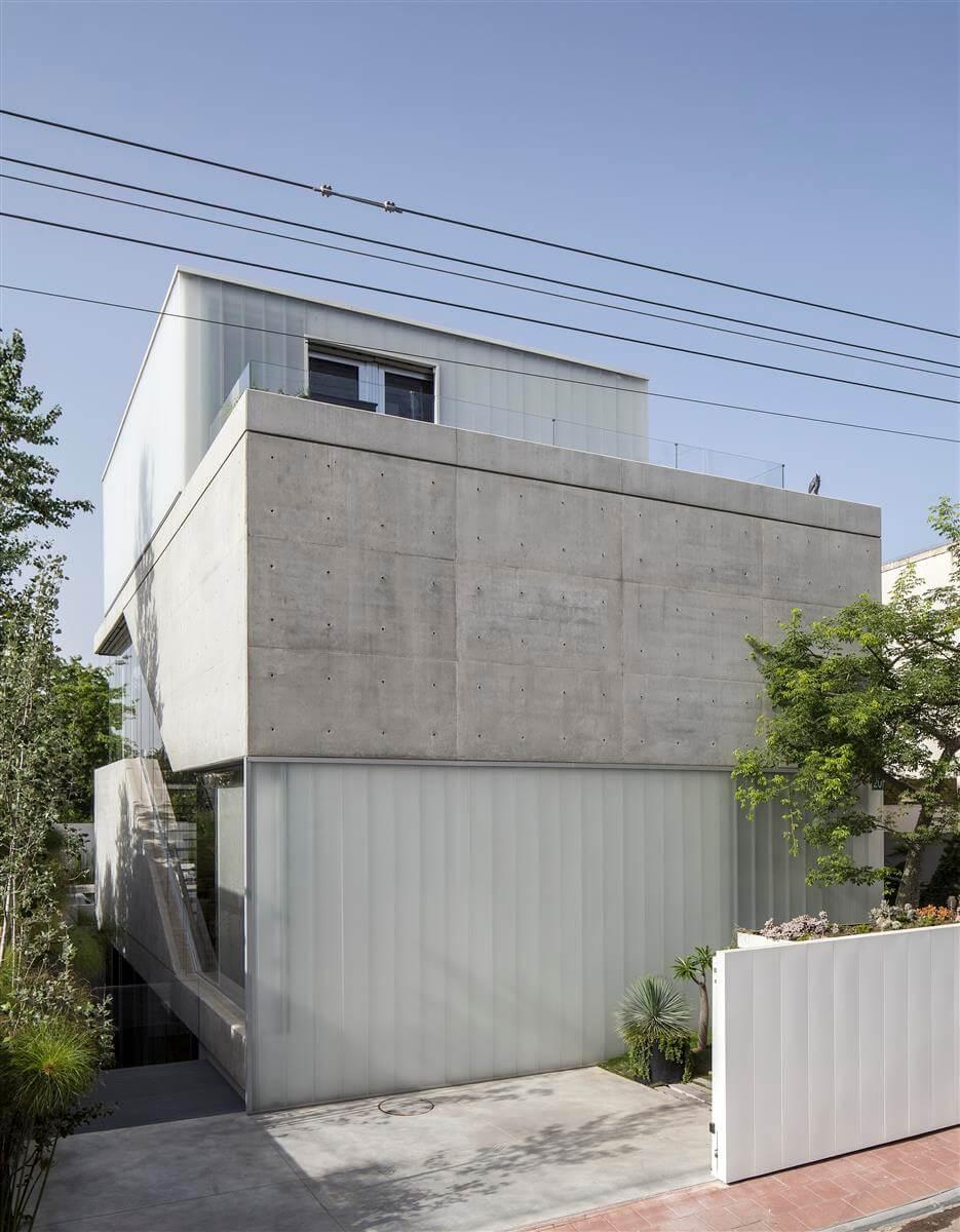 The Concrete Cut House in Ramat Gan by Pitsou Kedem Architects-16