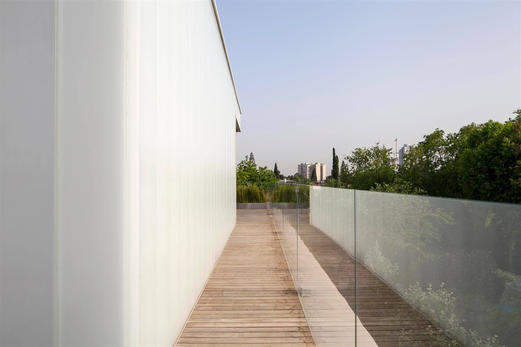 The Concrete Cut House in Ramat Gan by Pitsou Kedem Architects-20