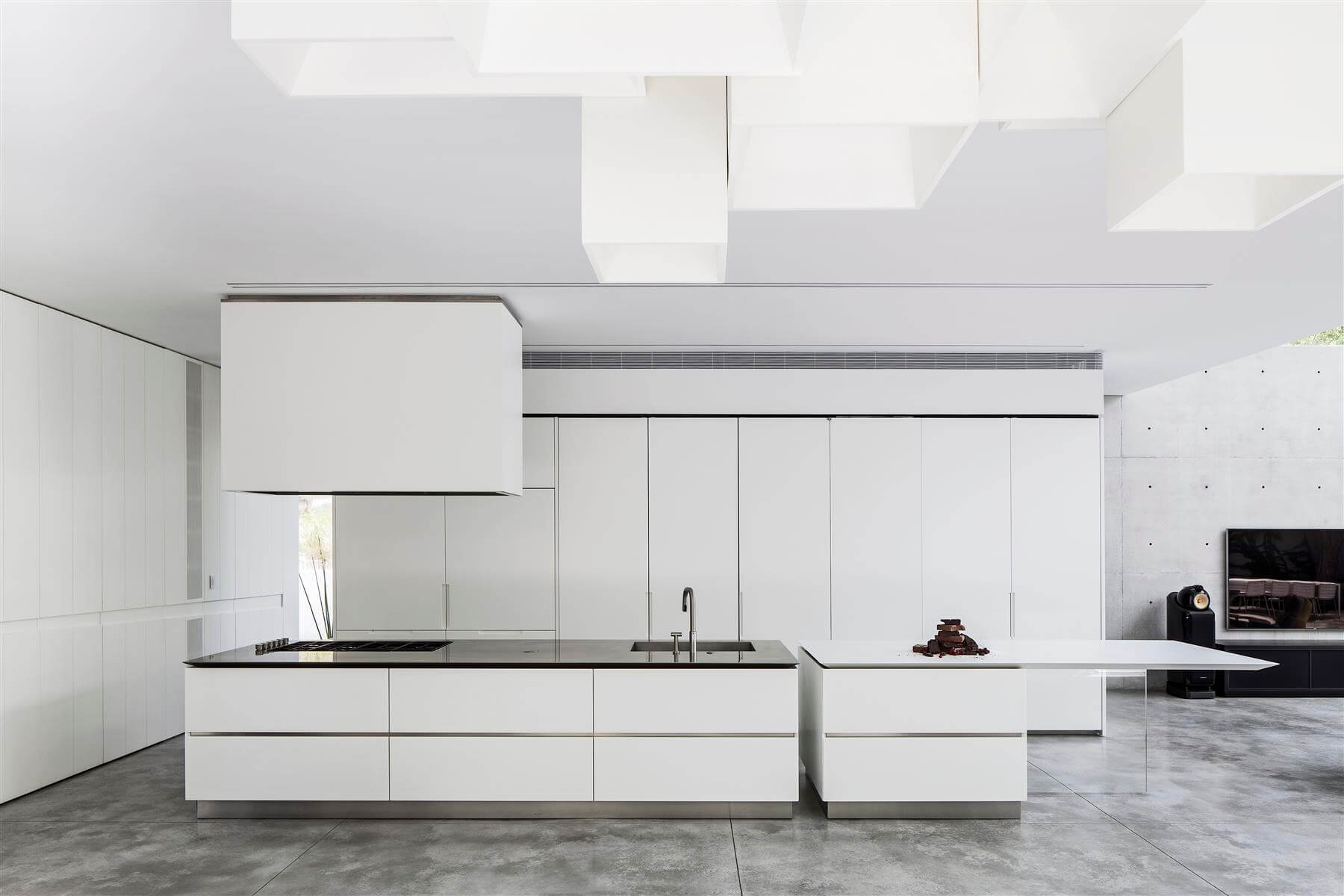 The Concrete Cut House in Ramat Gan by Pitsou Kedem Architects-22