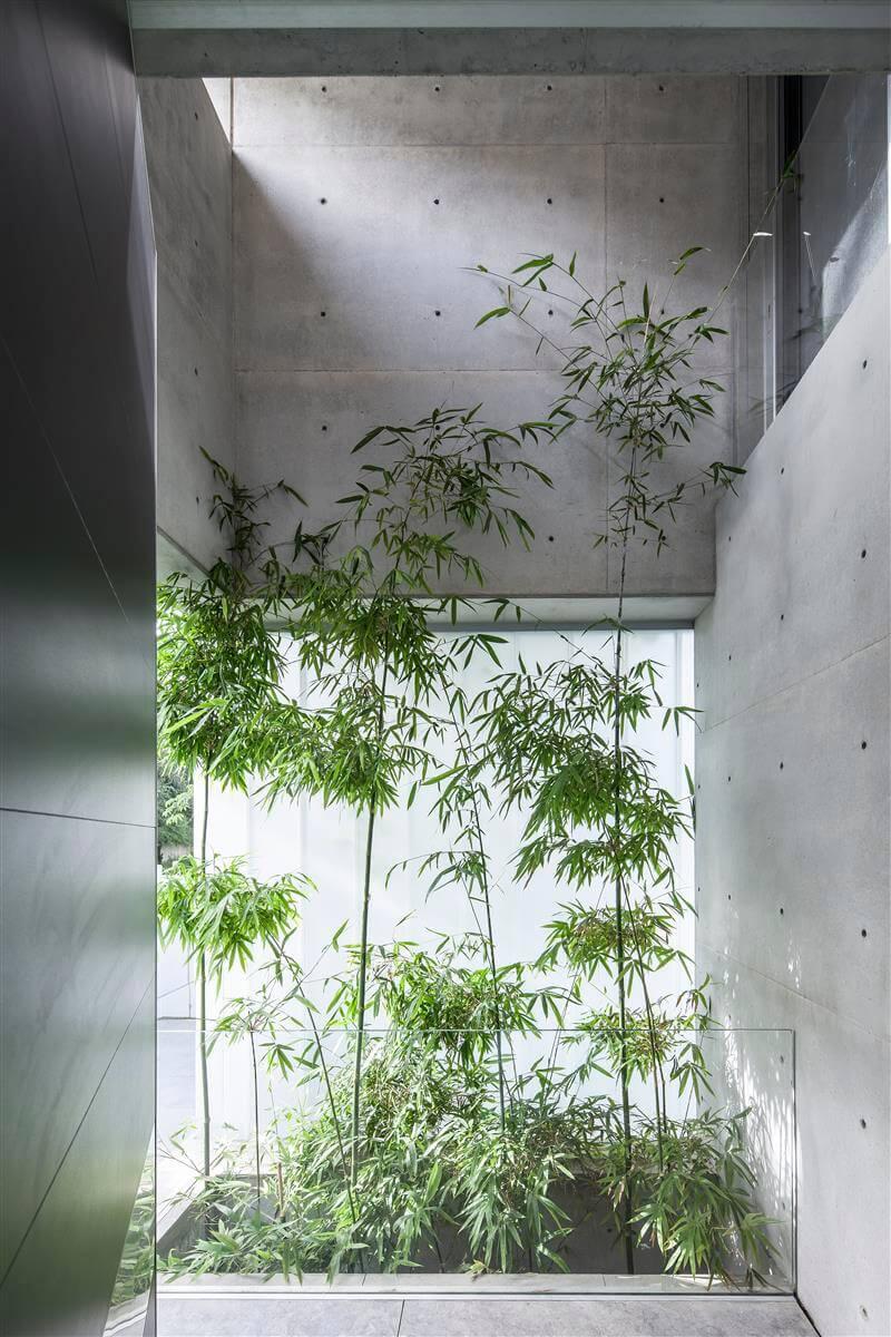 The Concrete Cut House in Ramat Gan by Pitsou Kedem Architects-25