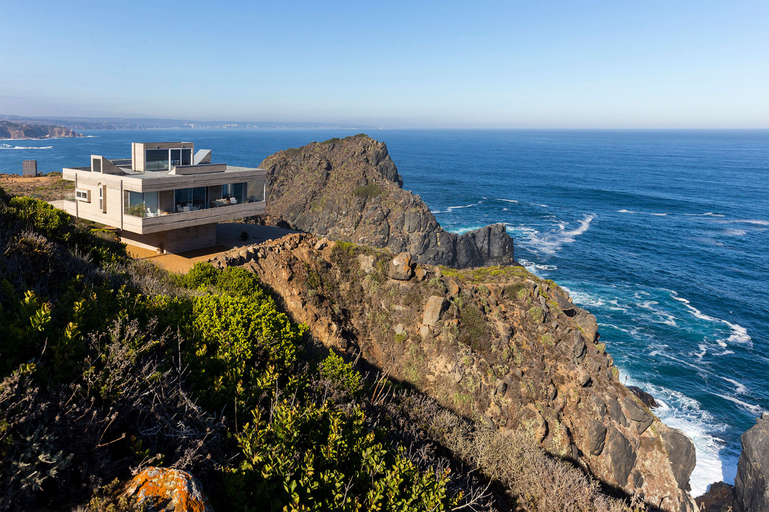 The Mirador House located on a cliff enjoying awesome sea views by Gubbins Arquitectos-01