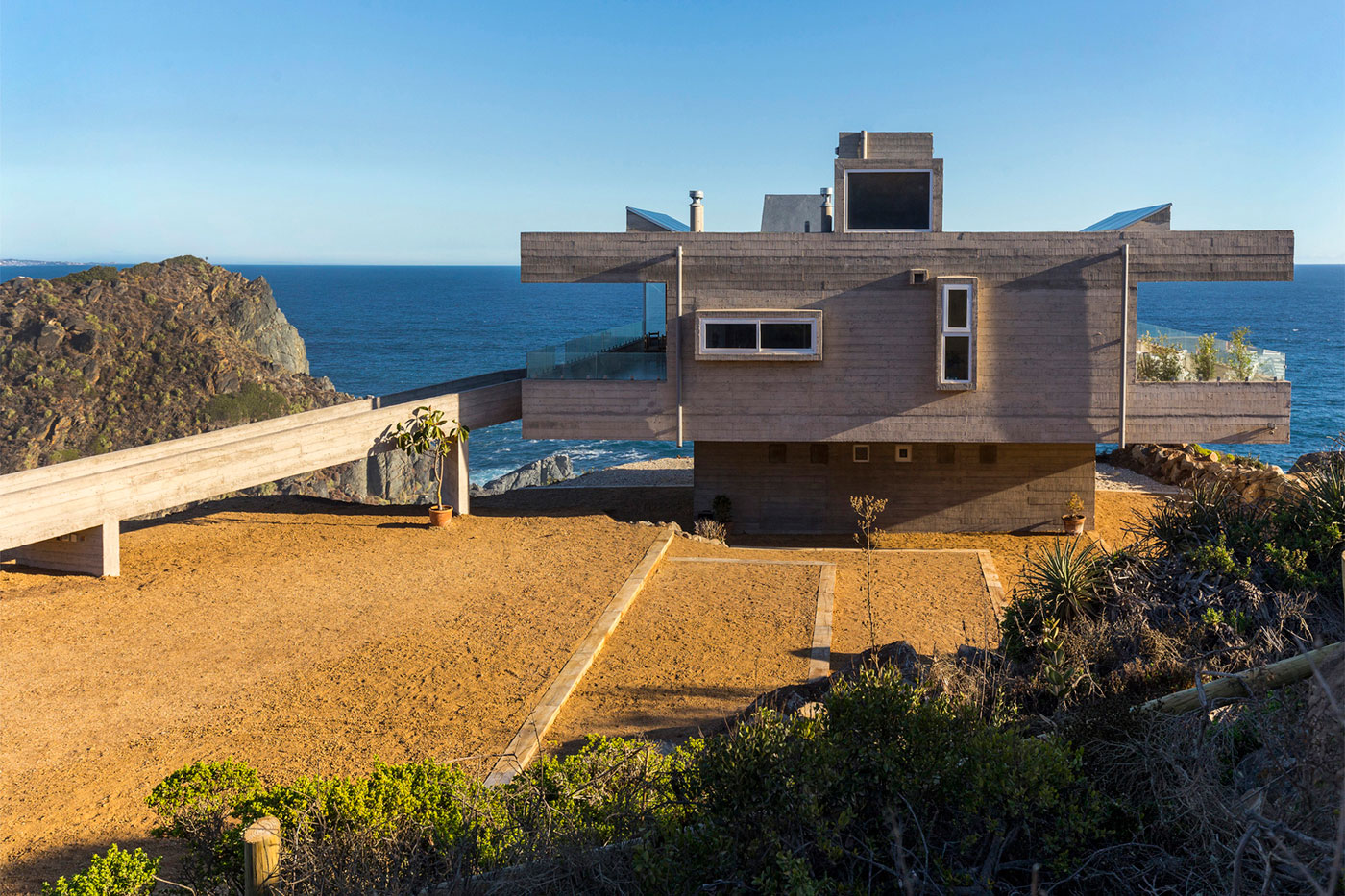 The Mirador House located on a cliff enjoying awesome sea views by Gubbins Arquitectos-02