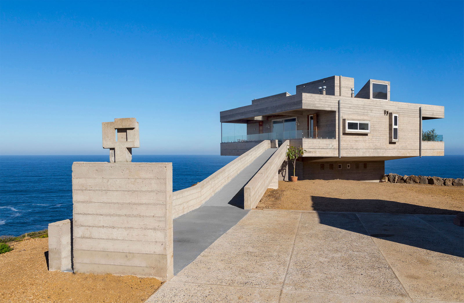 The Mirador House located on a cliff enjoying awesome sea views by Gubbins Arquitectos-03