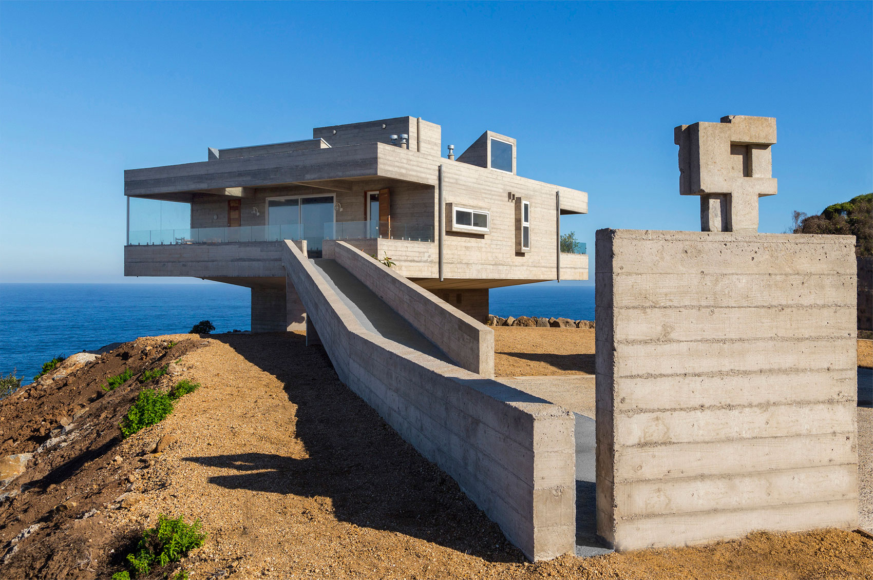 The Mirador House located on a cliff enjoying awesome sea views by Gubbins Arquitectos-04