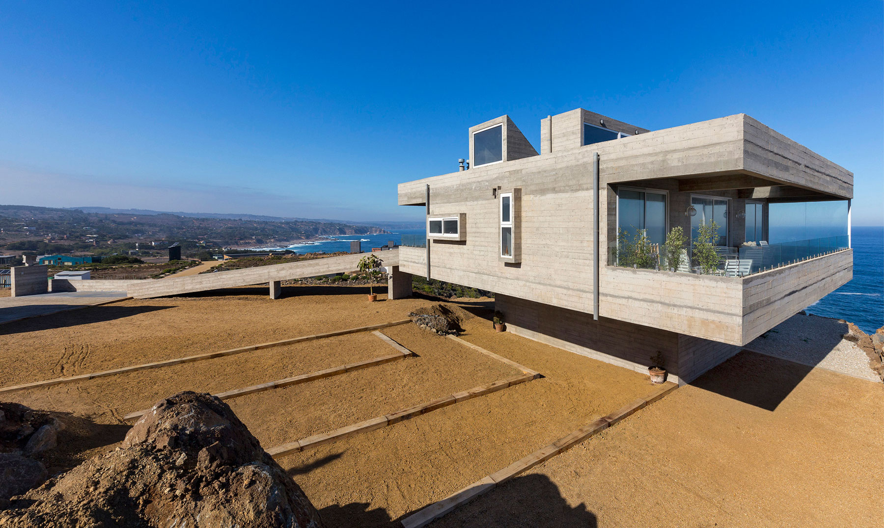 The Mirador House located on a cliff enjoying awesome sea views by Gubbins Arquitectos-05