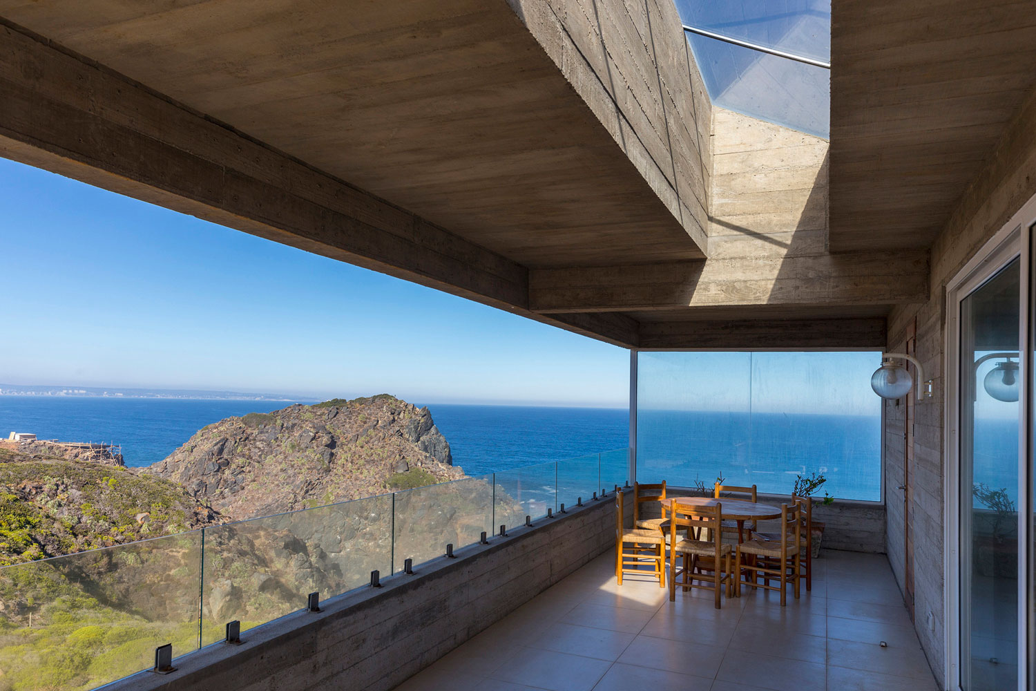 The Mirador House located on a cliff enjoying awesome sea views by Gubbins Arquitectos-08