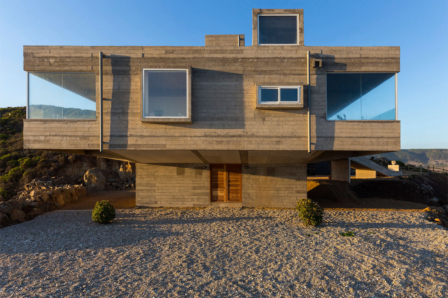 The Mirador House located on a cliff enjoying awesome sea views by Gubbins Arquitectos-09