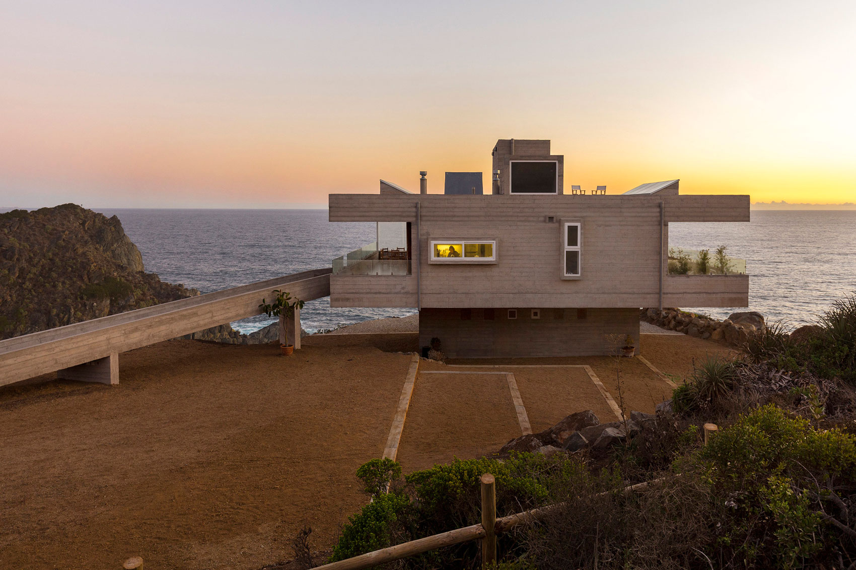 The Mirador House located on a cliff enjoying awesome sea views by Gubbins Arquitectos-10