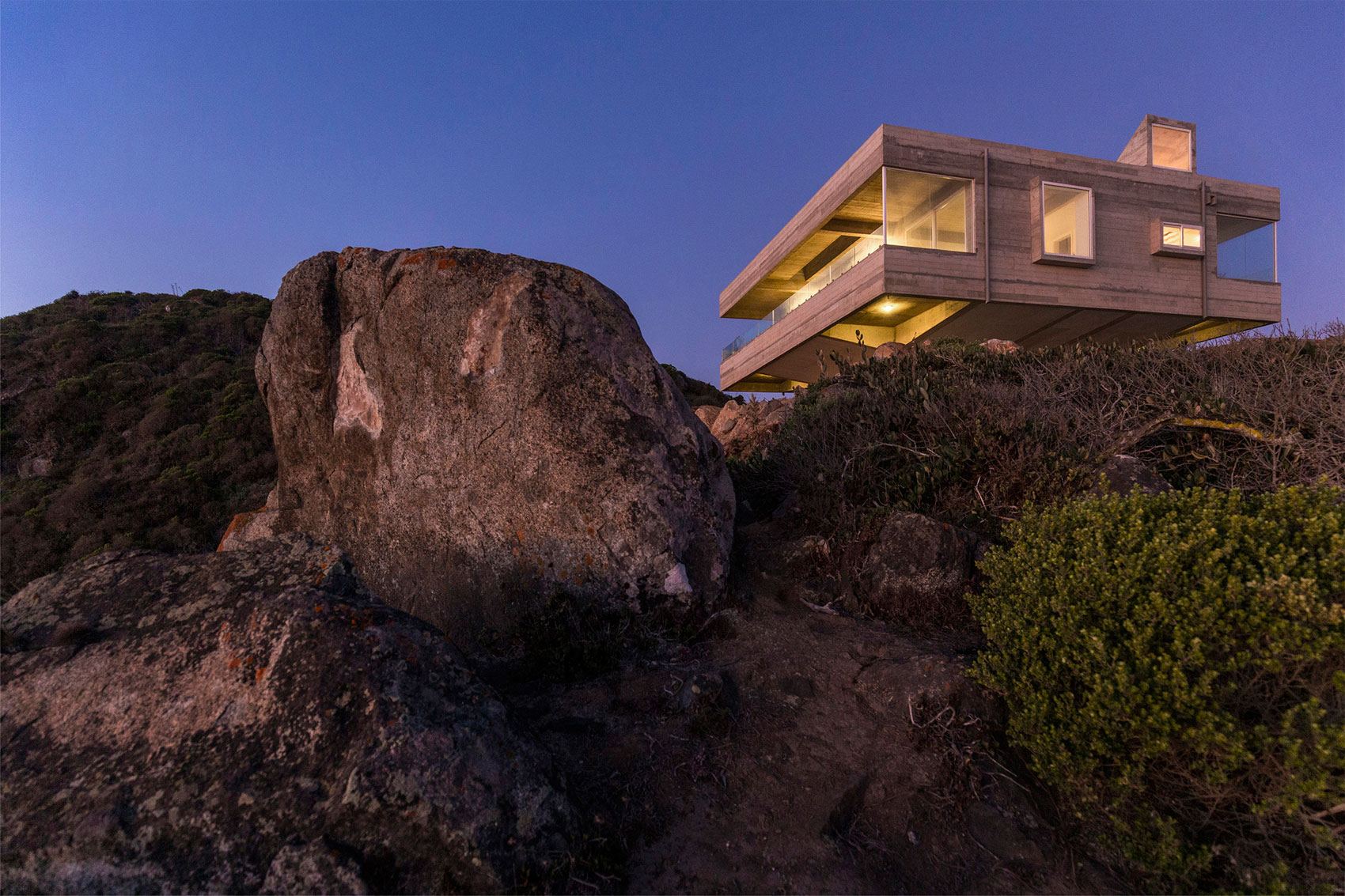 The Mirador House located on a cliff enjoying awesome sea views by Gubbins Arquitectos-11