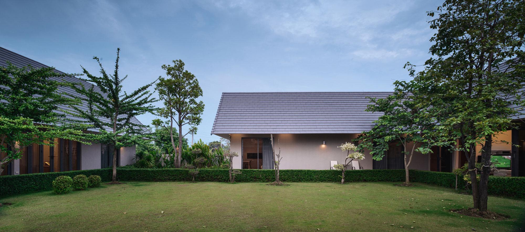 The Triangle House near Bangkok by Phongphat Ueasangkhomset-20