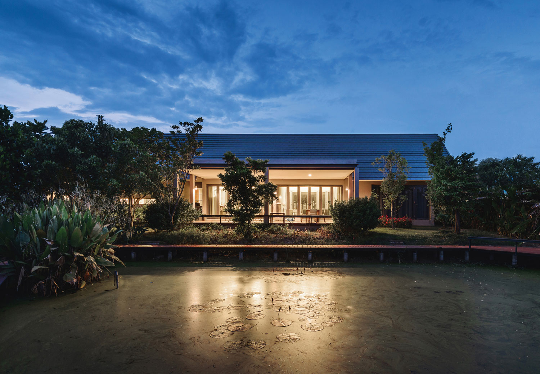 The Triangle House near Bangkok by Phongphat Ueasangkhomset-21