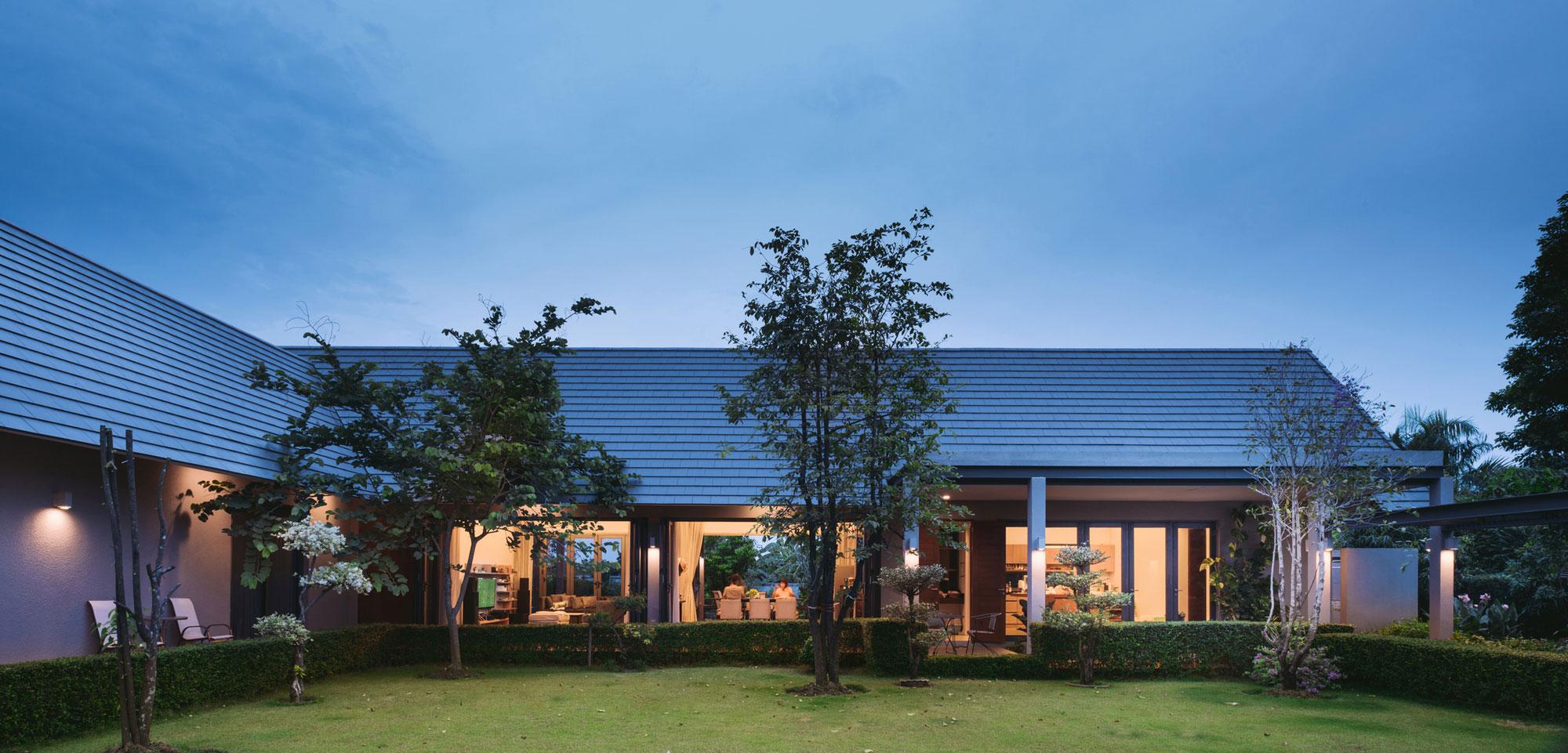 The Triangle House near Bangkok by Phongphat Ueasangkhomset-22