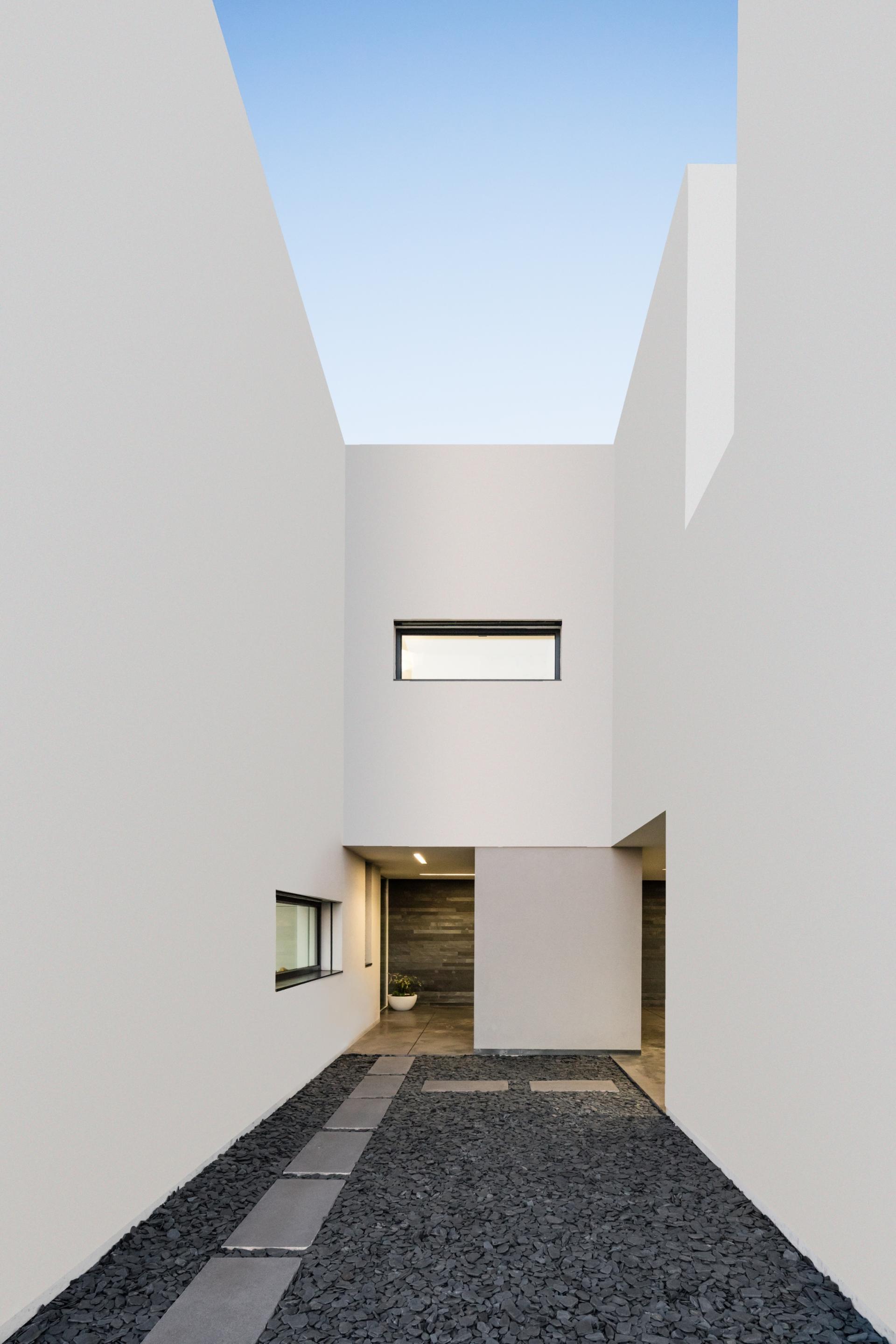 Touguinhó II Residence by Raulino Silva Arquitecto-04