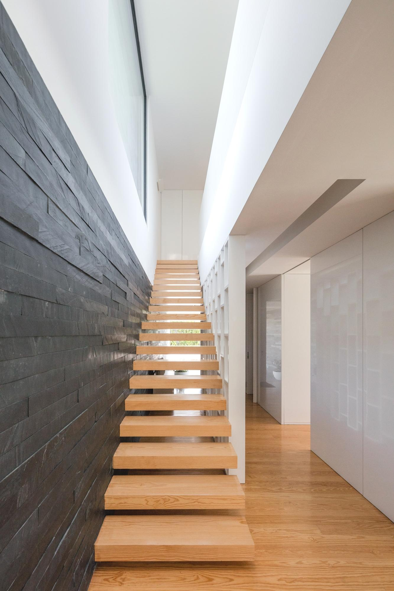 Touguinhó II Residence by Raulino Silva Arquitecto-06