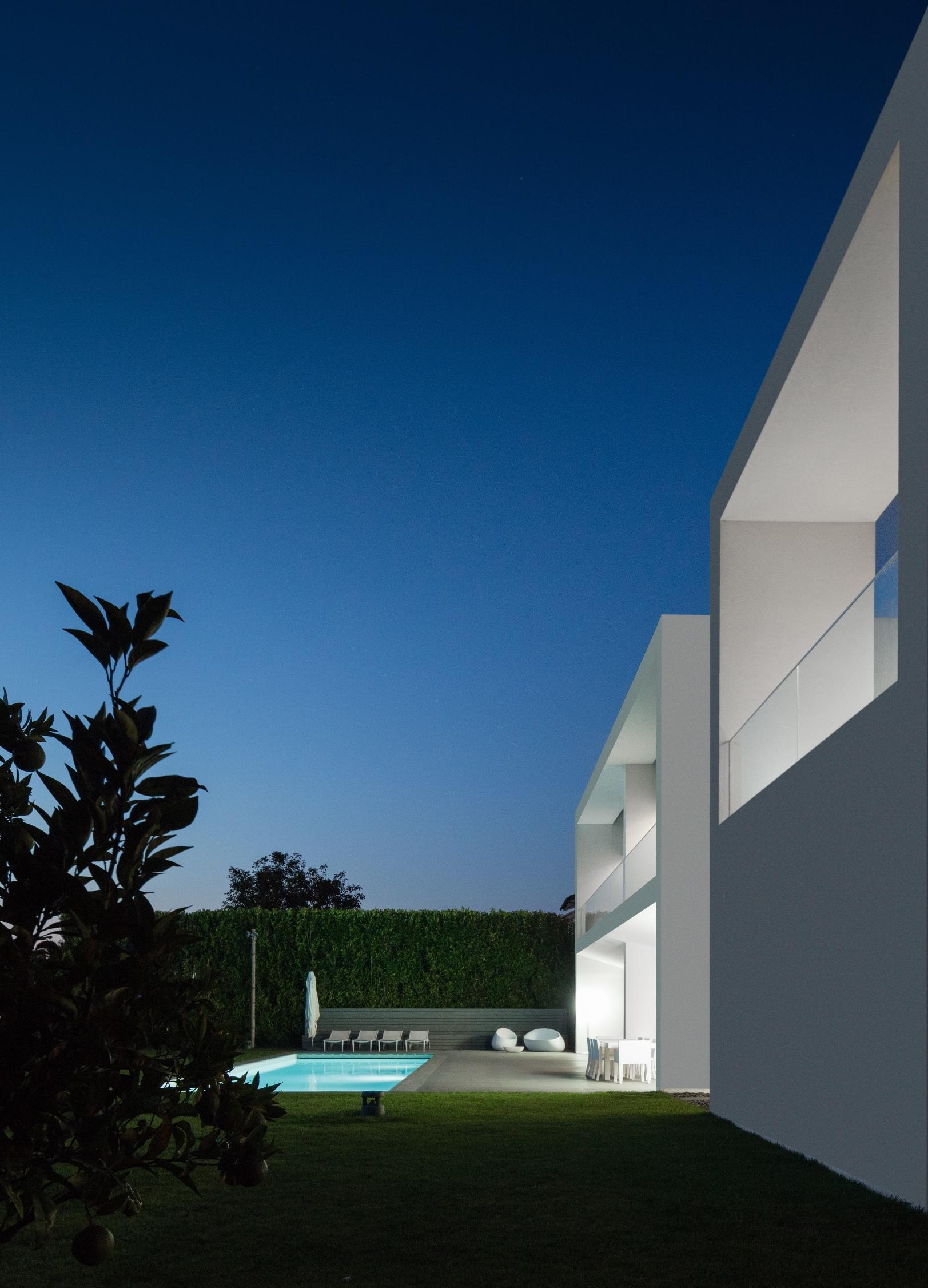 Touguinhó II Residence by Raulino Silva Arquitecto-20