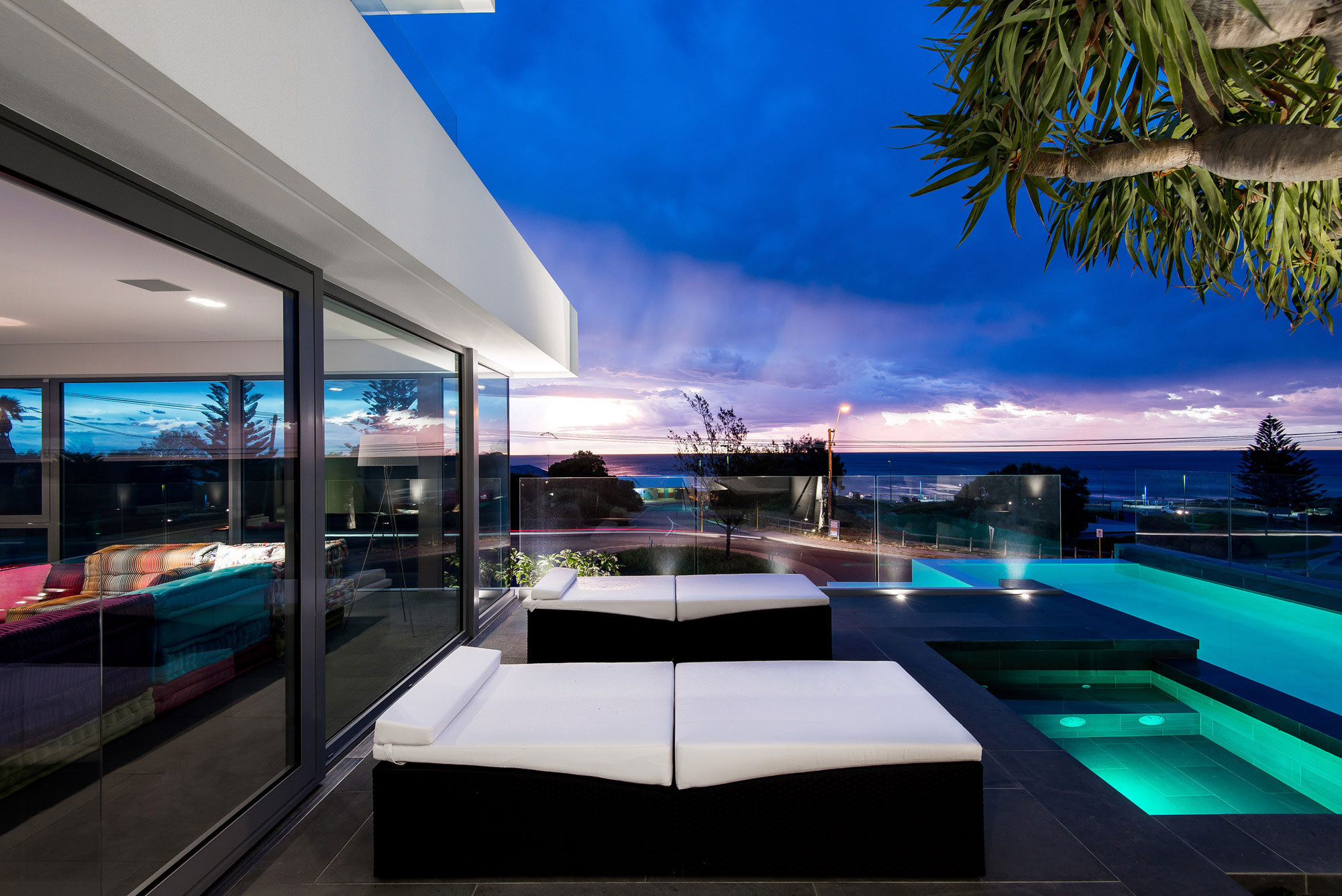 Trigg Modern Beach Residence by Hillam Architects-12