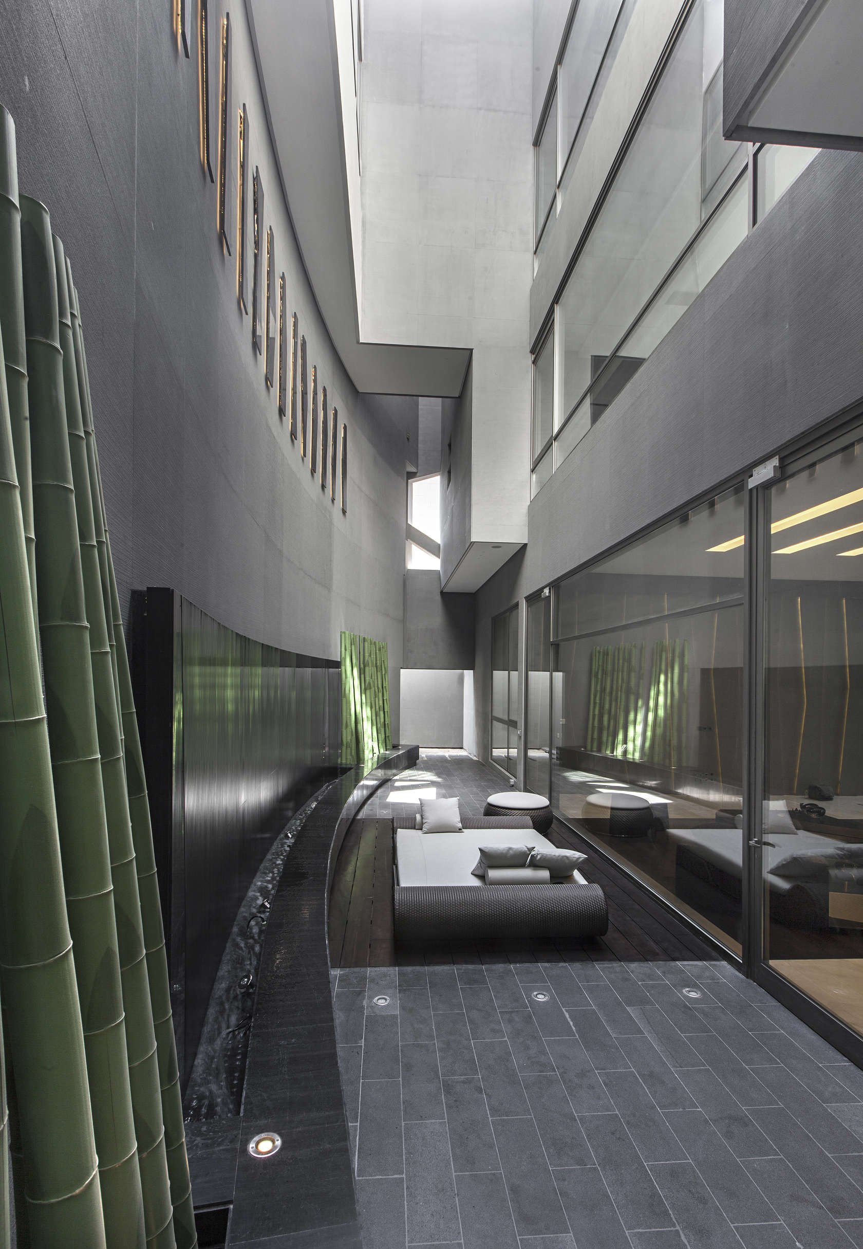 Ultramodern grey tone Al Saif Residence in Kuwait City by ROMA International For Construction and Decoration-05
