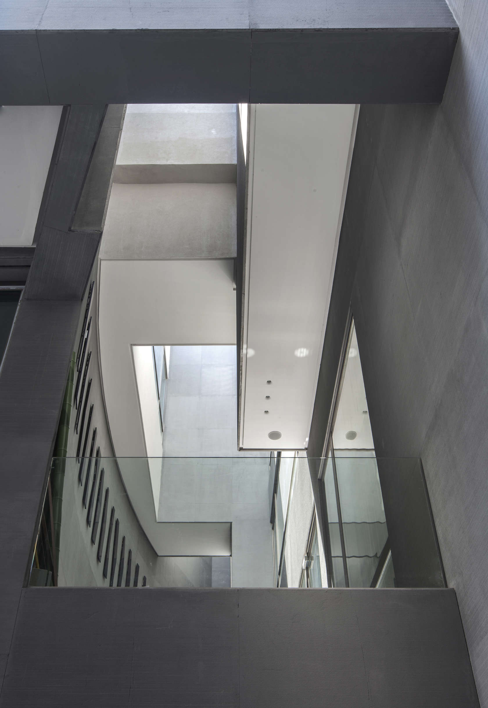 Ultramodern grey tone Al Saif Residence in Kuwait City by ROMA International For Construction and Decoration-12