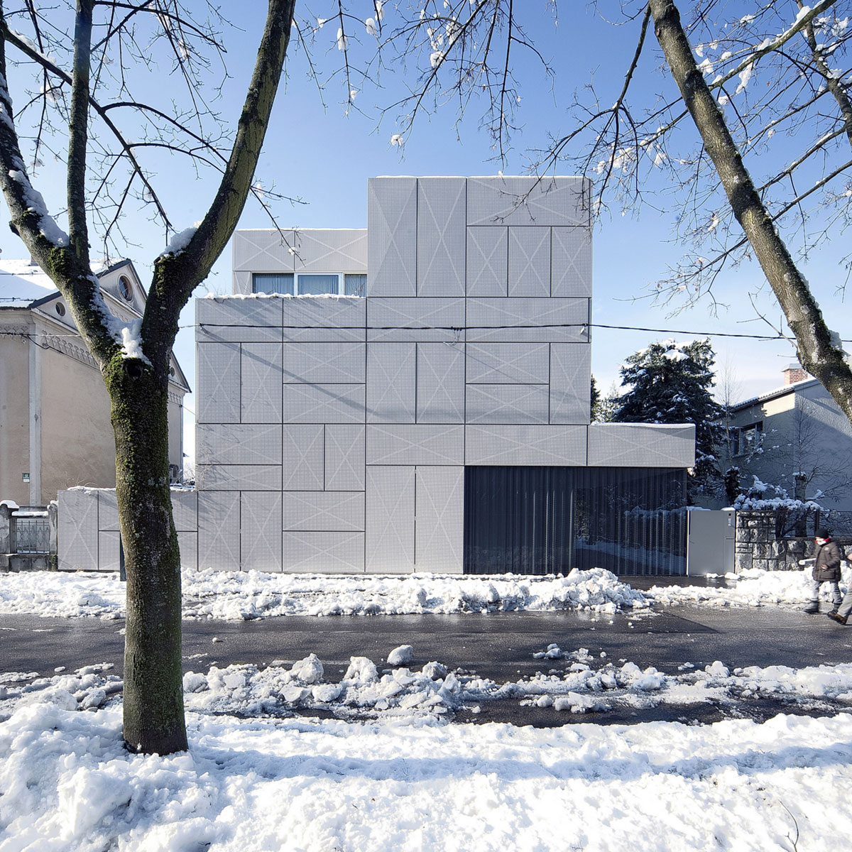 Villa Criss-Cross Envelope Located in Ljubljana by OFIS Architects-01