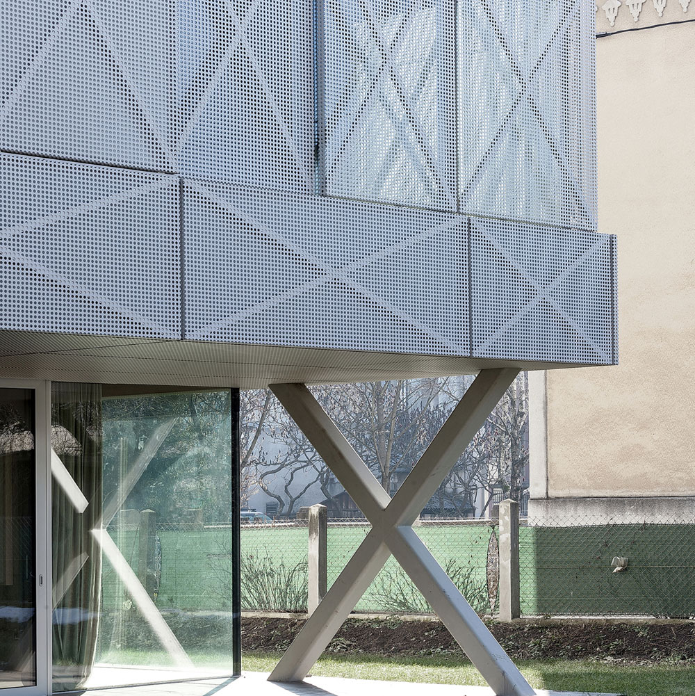Villa Criss-Cross Envelope Located in Ljubljana by OFIS Architects-04