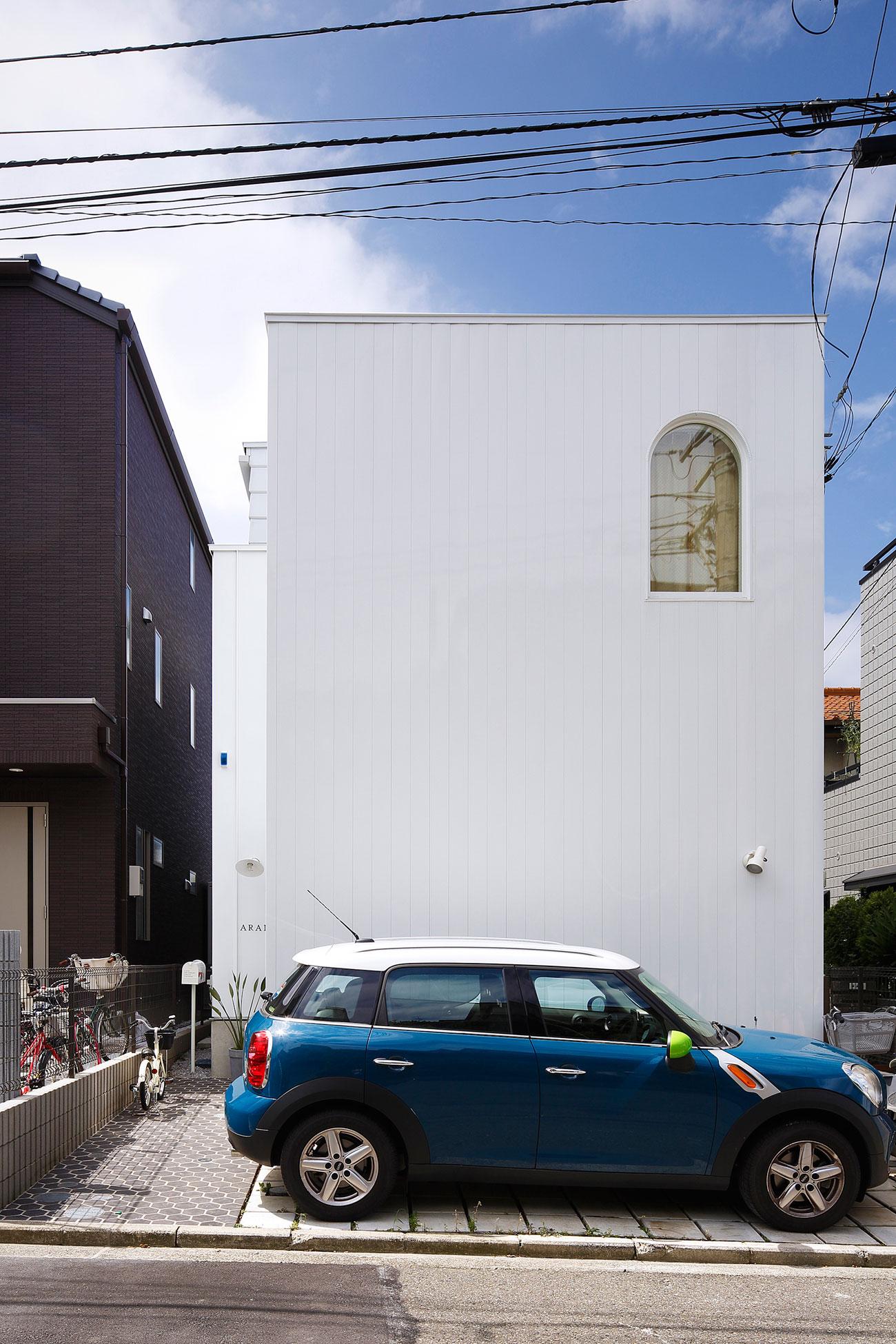 White theme house in Tama-Plaza, Yokohama by Takushu ARAI Architects-02