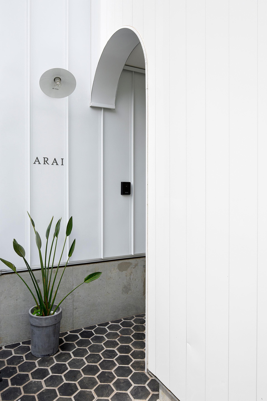 White theme house in Tama-Plaza, Yokohama by Takushu ARAI Architects-03