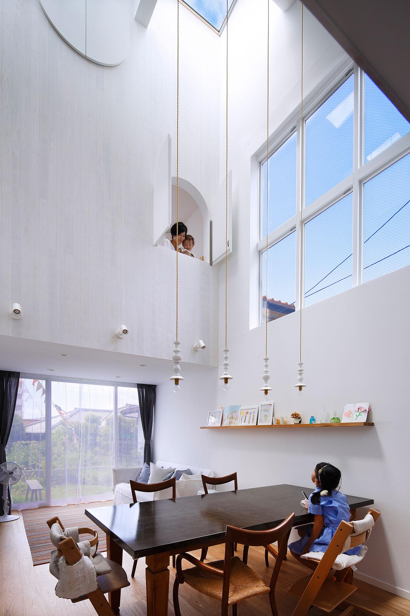 White theme house in Tama-Plaza, Yokohama by Takushu ARAI Architects-06